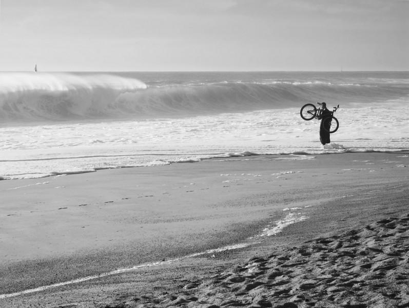 """<p><font size=""""4"""">Il a roulé sur les eaux </font></p> <p><font size=""""1""""> He rode on the waters</font></p>"""