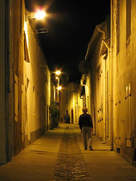 """<p><font size=""""4"""">Seul dans la nuit </font></p> <p><font size=""""1""""> Alone in the night</font></p>"""