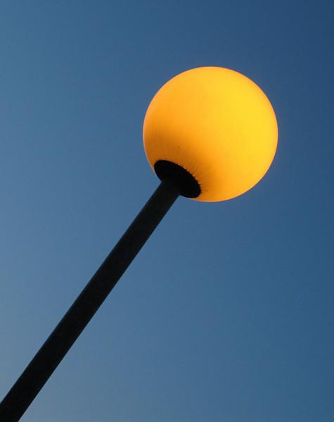 """<p><font size=""""4"""">Lumière du soleil avant la nuit </font></p> <p><font size=""""1""""> Sunlight before the night</font></p>"""