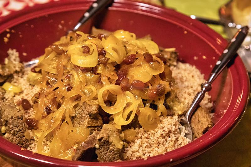 Tfaia-Tajine de bœuf avec couscous à la cannelle