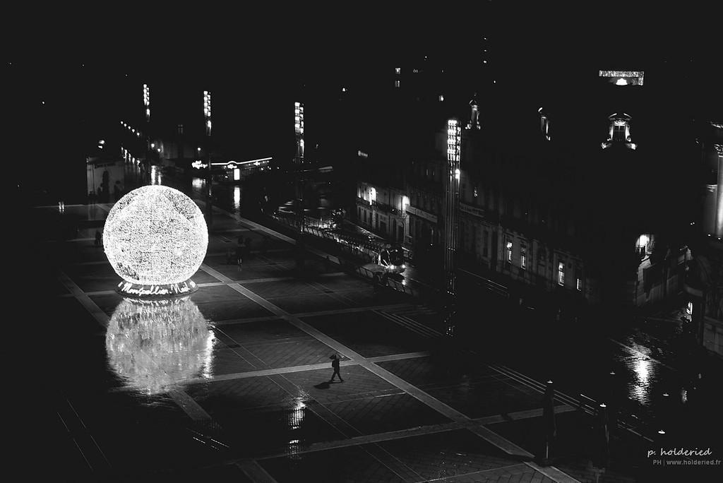 Boule de Noël sur la Place de la Comédie