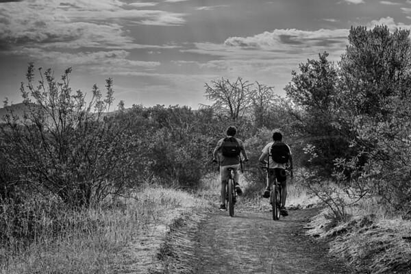 deux garçons en vélo | two boys by bike