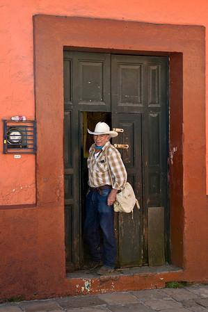 Sergio à l'entrée de son museé, 38 rue de Guadalupe Victoria, San Cristobal de las Casas, Chiapas, Mexique.