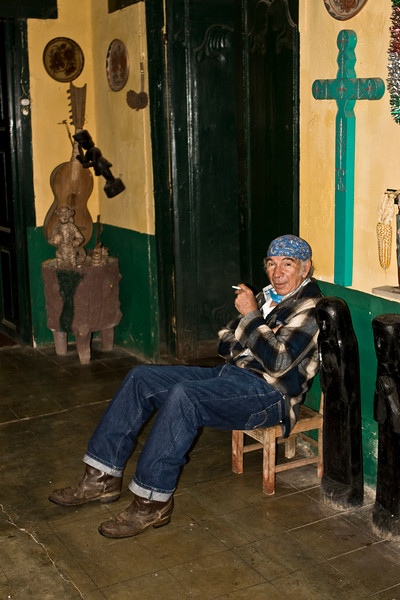 Depuis quarante ans que Sergio travaille pour les communautés indigènes du Chiapas, il a reçu de leur part tant d'offrandes, de cadeaux de remerciement qu'il a ouvert un musée dans la rue de Guadalupe Victoria. Celui-ci est rarement ouvert car Sergio est toujours sur les routes à rencontrer ses patients. Il ouvre cependant son musée, le  soir vers 17h00 et le transforme en dispensaire, le temps de soigner quelques malades.