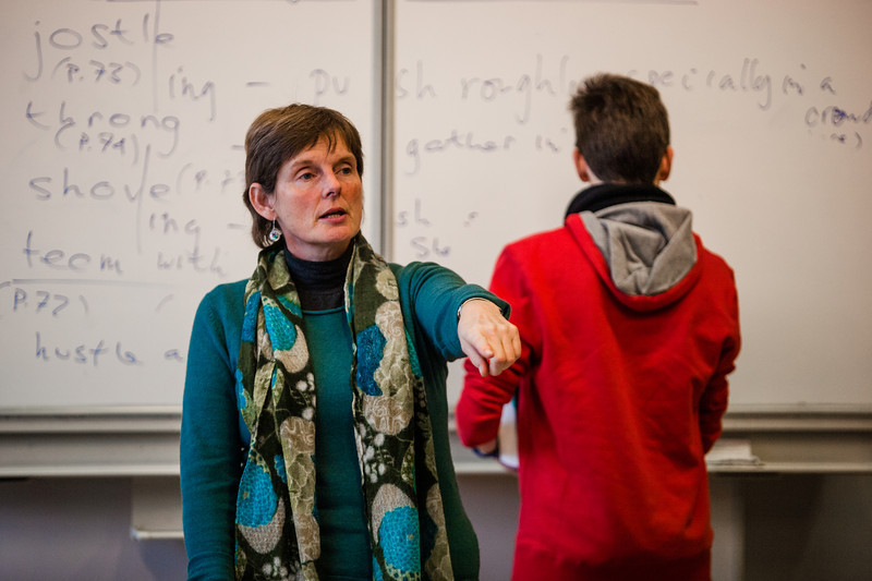 JEANNETTE FLEMING D'ANGLETERRE : Janet Fleming, une pionnière Elle est arrivée à Sciences Po, au Palais Universitaire, en 1981 un peu comme une « réfugiée politique » fuyant l'ultralibéralisme de Thatcher. Aujourd'hui enseignante certifiée au Collège international de l'Esplanade, Janet Fleming est une pionnière de l'Europe, avant Erasmus, avant Schengen, avant l'UE. A Strasbourg, elle aime cette passerelle entre les deux rives du Rhin qui a une vraie valeur de symbole. Mais la mer lui manque…