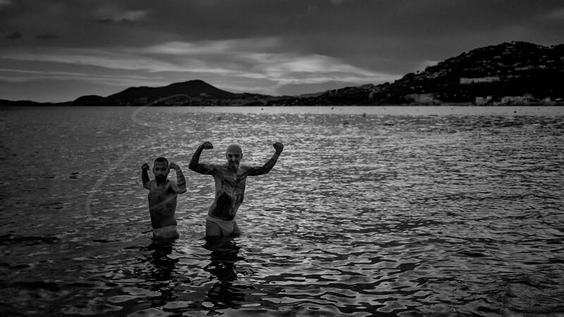 deux mecs dans la mer - two guys in the sea