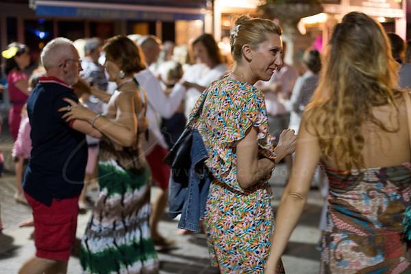dancing on the street - danser à la rue