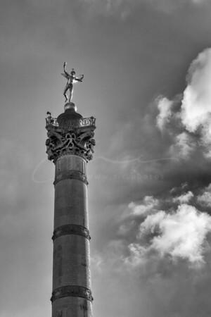 le soileil et le génie de la liberté sur la colonne de Juillet à la place de la Bastille