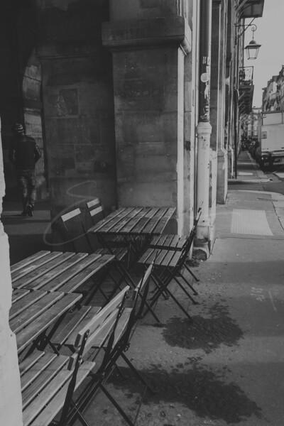 les tables abandonnées   lonely tables