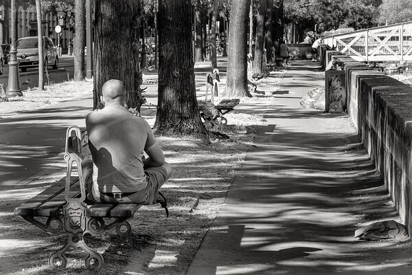 en attendant | waiting