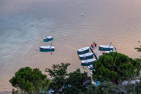 les bateaux sur le lac de Sainte-Croix