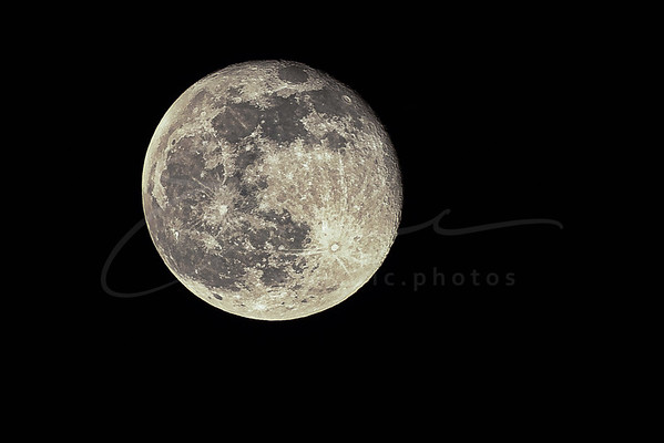 Hier, c'était la pleine lune   Yesterday was full moon