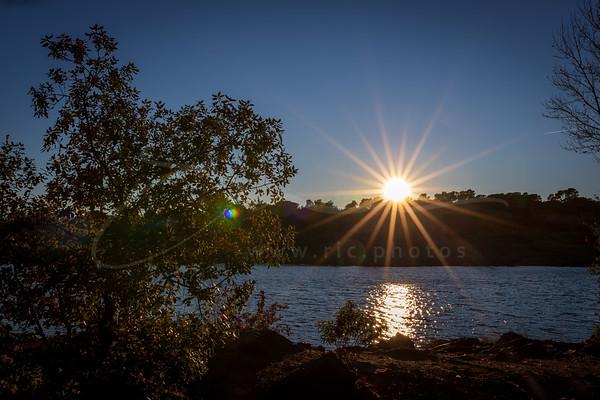 le coucher du soleil au lac Cannetti | sunset at lake Colbert