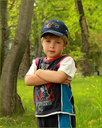 """Portrait d'enfant  extérieur à notre """"studio sous les arbres""""  Shawinigan-Sud, Qué"""