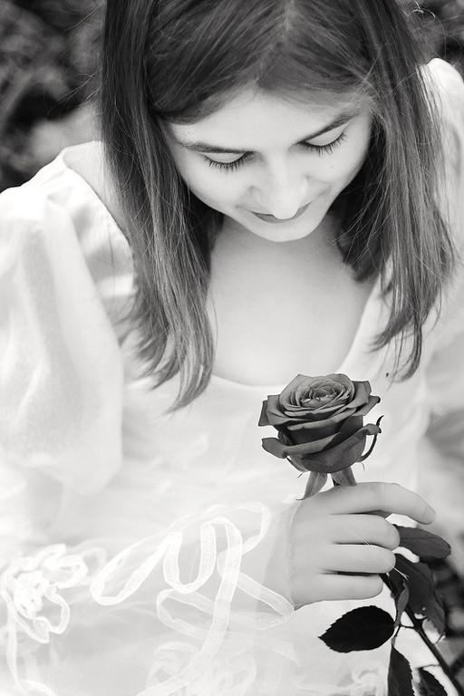 La princesse à la rose...<br /> <br /> Modèle : Elisa<br /> <br /> Copyright : Ambre de l'AlPe