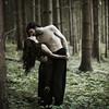"""Love In The Forest<br /> <br /> Je n'aime pas mettre en scène l'amour lorsqu'il n'est pas partagé. Il l'était à cette époque; les choses évoluent en continu et ce n'est plus ce genre d'affection que nous nous portons. Néanmoins cette image me plait toujours un peu pour ce qu'elle représente.<br /> <br /> Aurion Mahariel & moi<br /> > site d'Aurion ici : <a href=""""http://aurionmahariel.wix.com/modele"""">http://aurionmahariel.wix.com/modele</a><br /> <br /> Copyright : Ambre de l'AlPe"""