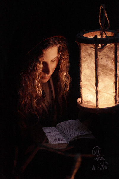 Julie ... <br /> <br /> et le début d'un commencement de début de projet avec des lanternes.... <br /> <br /> Copyright : Ambre de l'AlPe