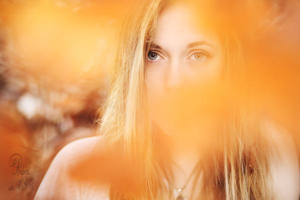 Regarder, se taire, et écouter.<br /> <br /> Modèle : Laureline, alias Nakhana Photographie<br /> <br /> Copyright : Ambre de l'AlPe