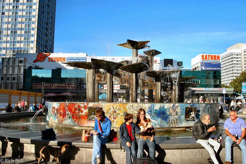 20040909Fountain in East Berlin Germany0001