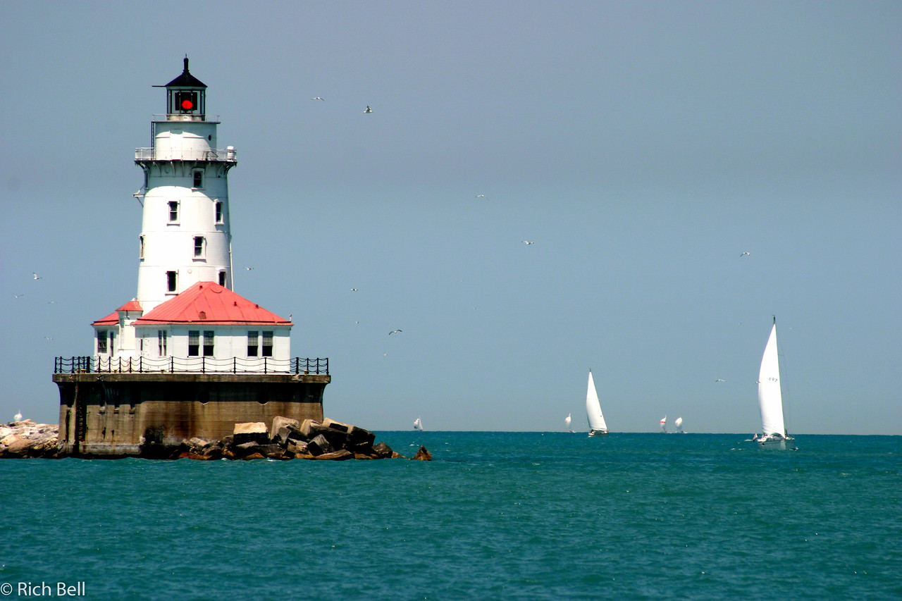 20100721Lighthouse in Chicago Harbor with Sailboats 0165