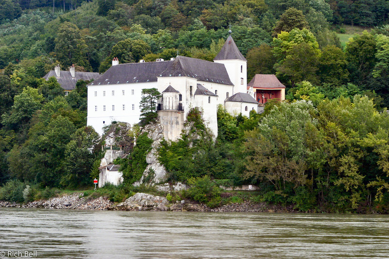 20040924Castle along Danube River Austria 20341