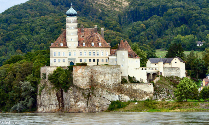 20040924Castle along Danube River Austria0342