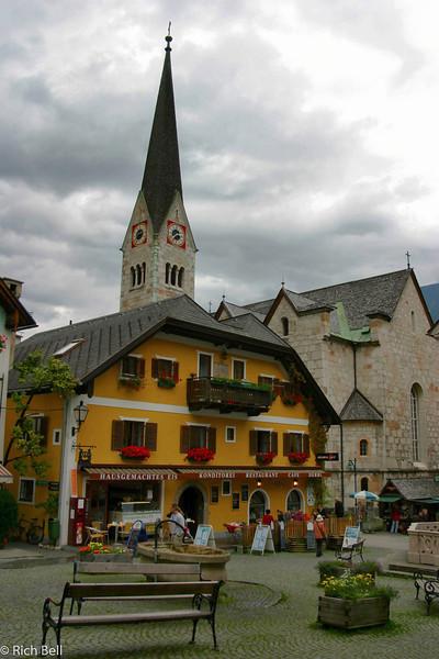 20040921Resturant in Hallstat Austira0469