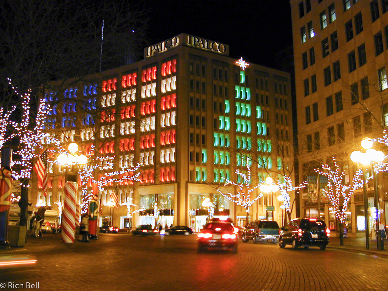 20011203IPALCO Building on Circle at Christmas 2001-C0004