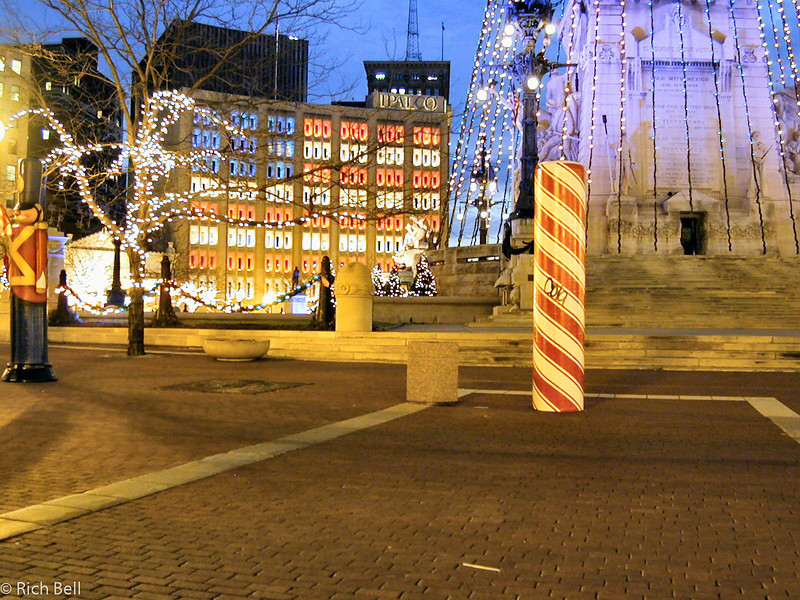 20011203American Flag on IPALCO Buliding A0001