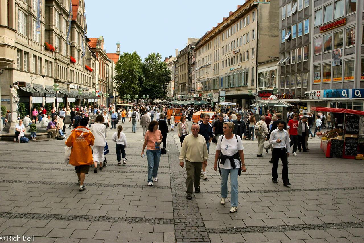 20040913Downtown Munich Germany 30096