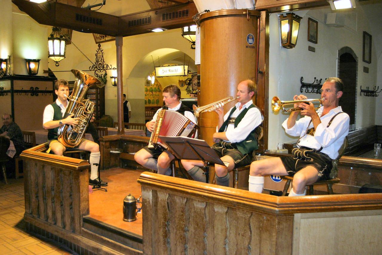 20040913Band at Hofbrauhaus Munich Germany0104