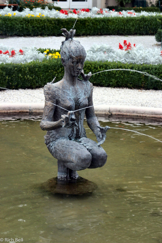 20040922Fountain in Maribella Gardens Salzburg Austria 20239