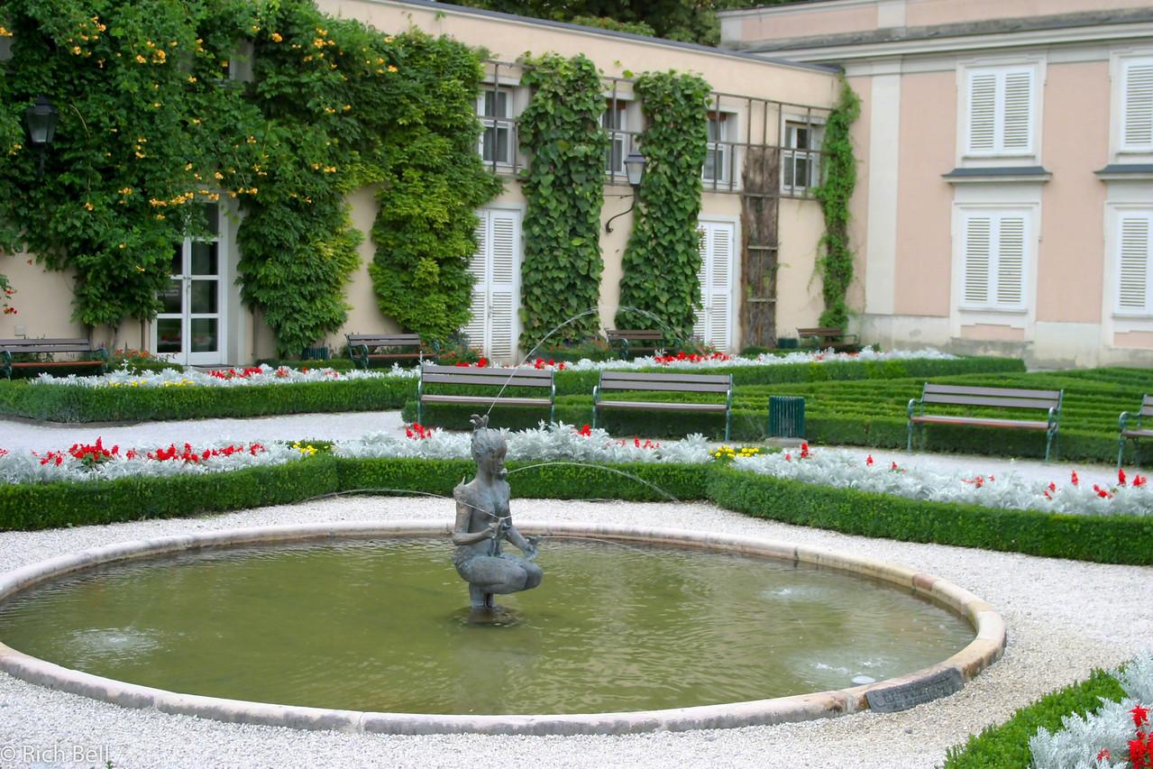 20040922Fountain in Maribella Gardens Salzburg Austria0240
