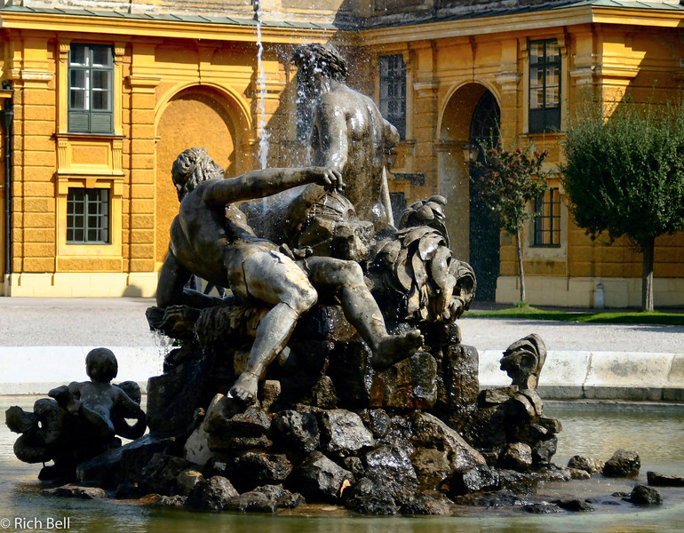 20040926Schonbrunn Palace  Fountain Vienna Austria0403