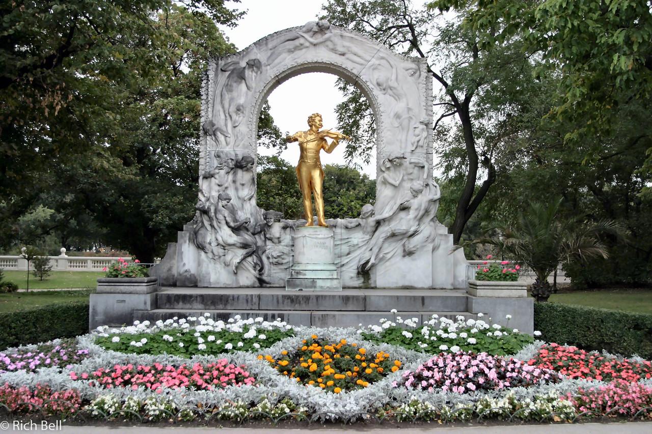 20040927Strauss Statute in Stadt Park Vienna Austria0439