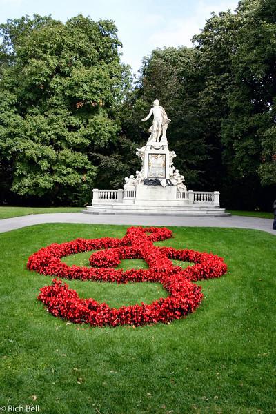 20040925Mozart Statute Vienna Austria0398