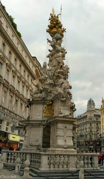 20040925Statute Downtown Vienna Austria 20433