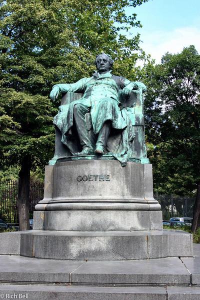 20040925Goethe Statute Vienna Austria0376