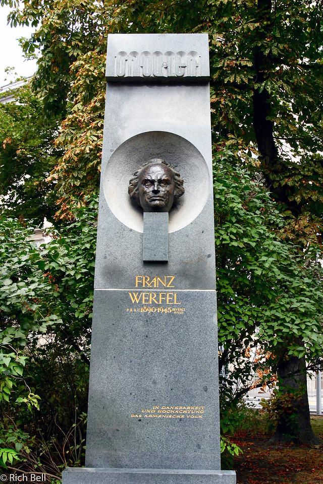 20040926Statute in Stadt Park Vienna Austria0438