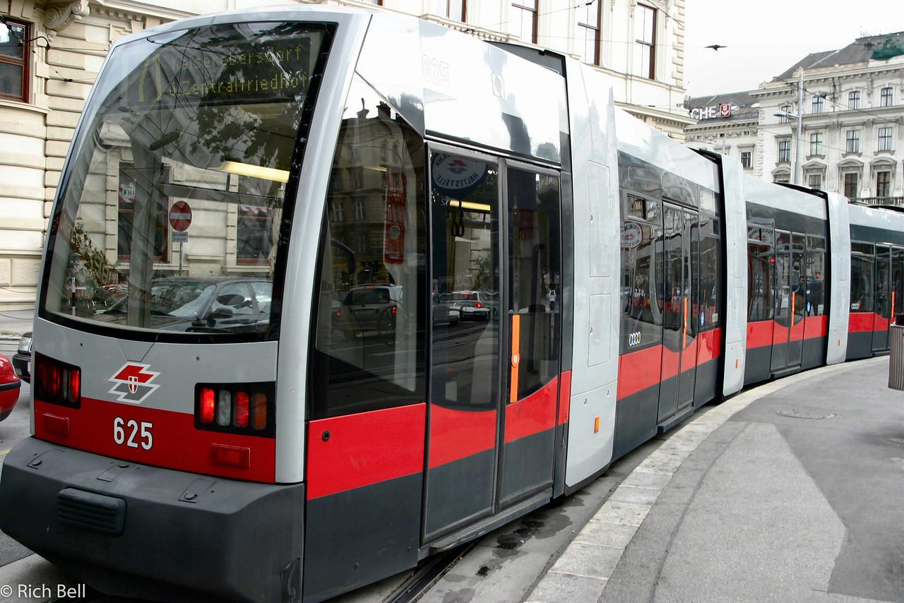 20040925New Tram in Vienna Austria0401