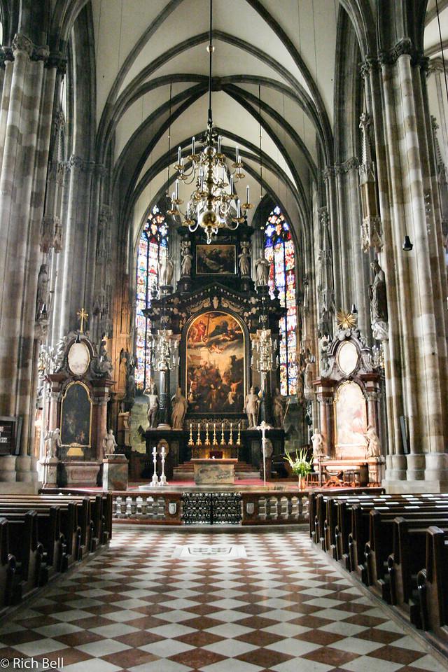 20040925St  Stephan's Church Interior Vienna Austria 30418