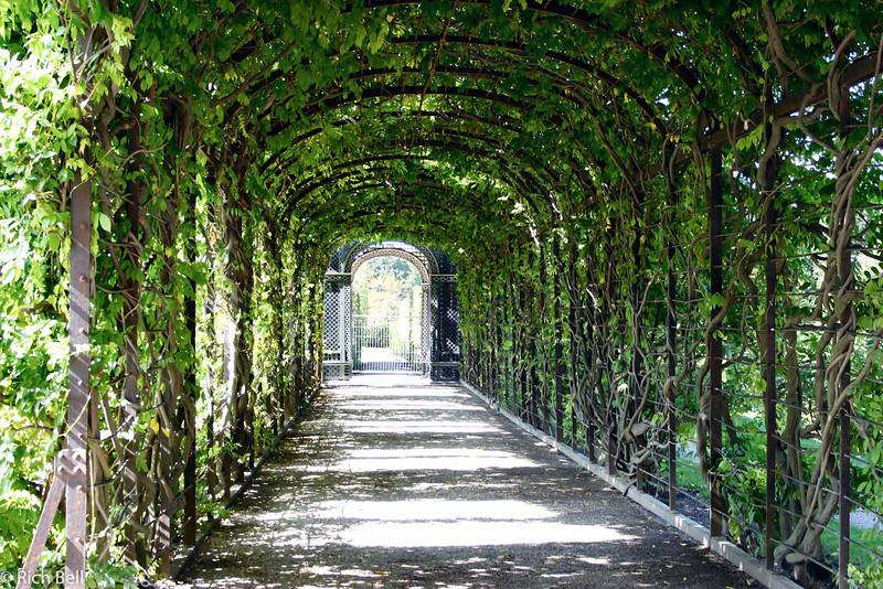20040926Schonbrunn Palace  walkway Vienna Austria0415