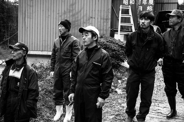 Mr.Toshinorri Sanpei  and Tsuyoshi Kanno who let a sold cow go by. Sanpei retired dairy farming on that day. Fukushima 3rd Dec 2015