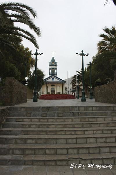 Main Plaza in Chañaral with a nice view of the church,  I really wish I had more time to visit.  - La plaza central de Chañaral, con una vista a la Iglesia.  Me habria gustado visitar un poco mas