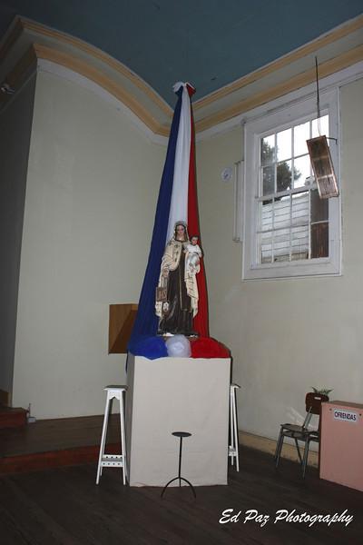 Inside the Church.  - Adentro de la Iglesia