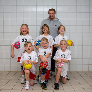 Skedsmo Jenter04 spiller håndball miniturnnering i Nannestadhallen 17. November 2012.