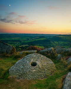 Grindstone sunset over baslow edge
