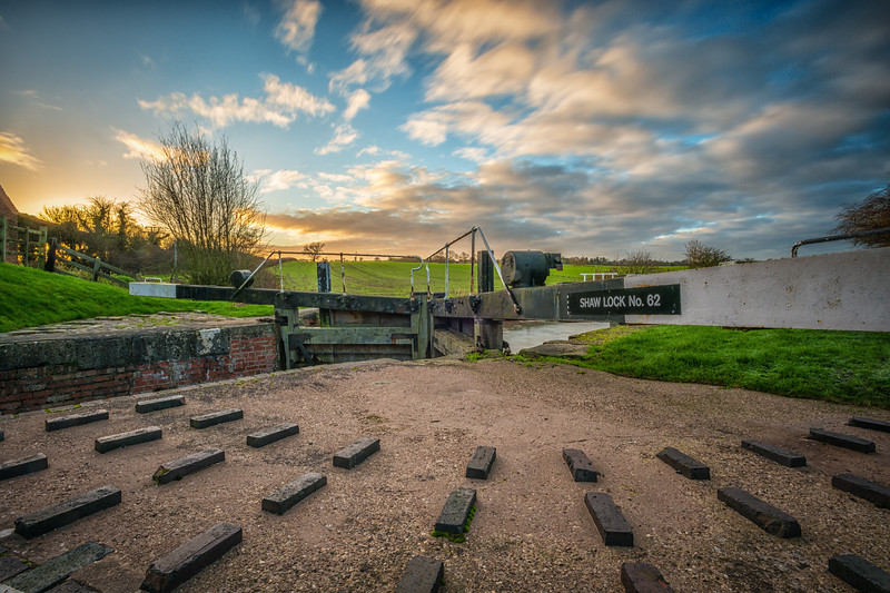 Sunrise at Shaw Lock gringley on the hill