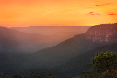 Sun Sinks Behind Jamison Valley. Blue Mountains NSW.