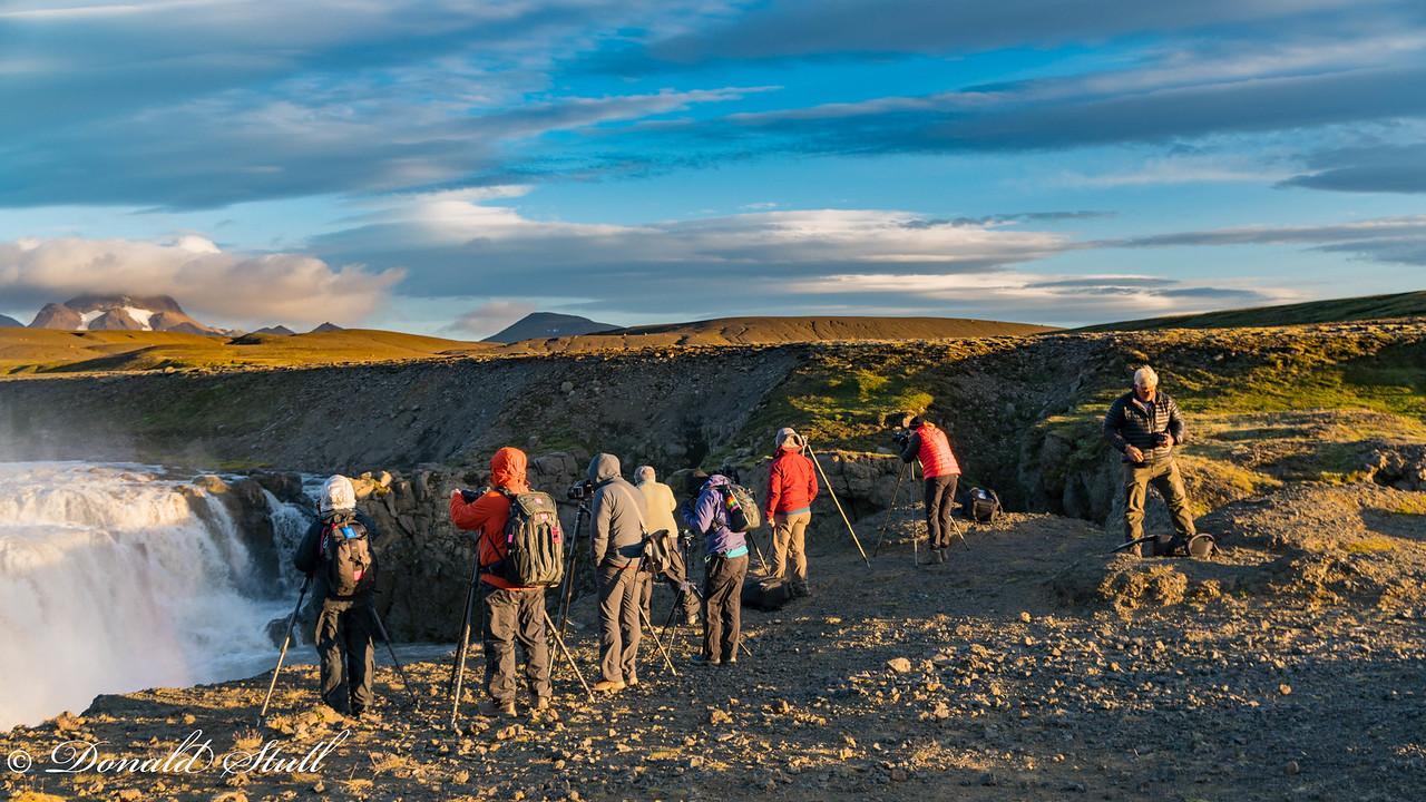 How many phiotographers does it take to shoot Gigjarfoss?